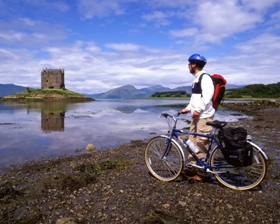 castle_stlaker_and_cyclist_280x224_jpeg.jpg