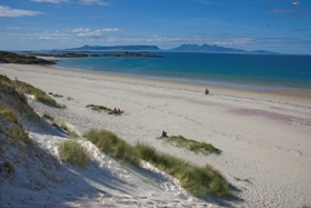 morar_beach_with_eigg_in_background280x187_jpeg.jpg