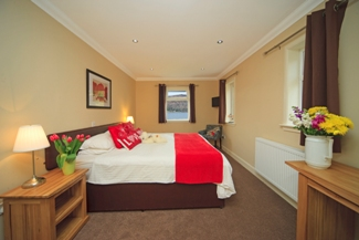 glenachulish_end_bedroom_with_view_325x217.jpg