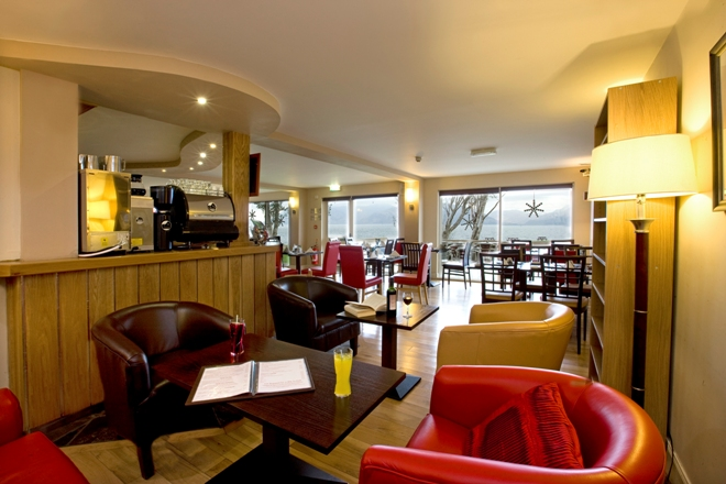 Hollytree Hotel Captains Bar open all day for food and drink
